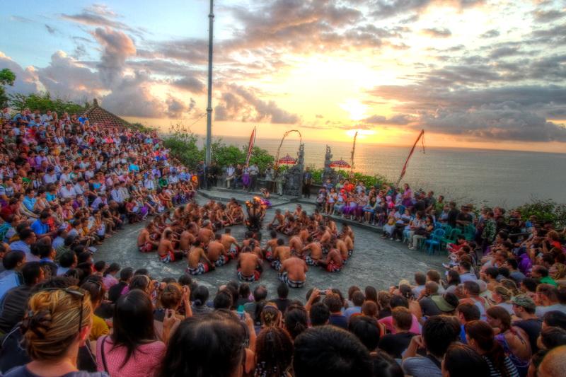 Sunset dan Kecak di Pura Uluwatu