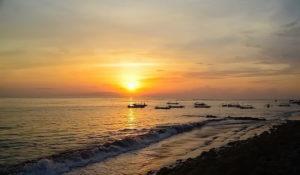 7 Cara Unik Menikmati Sunset di Bali
