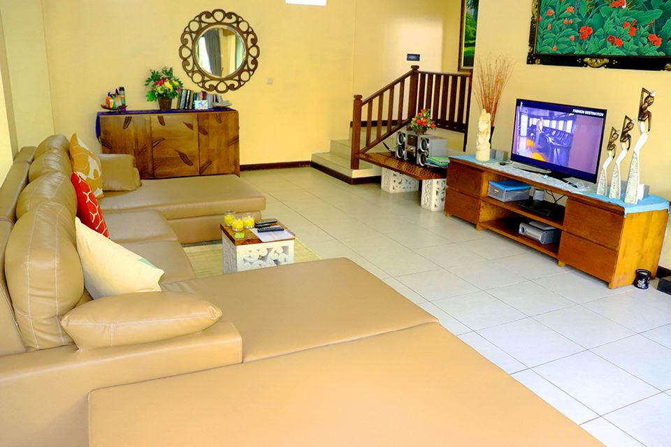 Televisi di Ruang Tamu